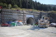 Tunel Višňové čelí ďalším komplikáciám. Zo stavby hlásia desiatky výpovedí