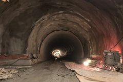 Tunel Višňové kompletne prerazili, minister dopravy však stavbu skontroluje až koncom septembra