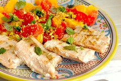 Grilovaný losos s citrusovým šalátom