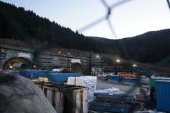 Na stavbe má pracovať až 800 ľudí. Dnes ich bolo 50, informuje NDS o situácii na úseku D1