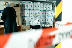 Kraj distribuuje ochranné pomôcky do ambulancií