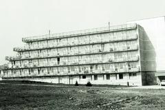 Bývalá škola sa zmení na bytový dom. Dostane druhú šancu aj zrušený hotel?