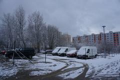 Provizórne parkovisko na Solinkách čelí problémom. Pomôcť vraj môže parkovací dom