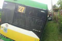 V Zádubní havaroval autobus: viezol 40 ľudí, FOTO