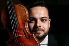 Dalibor Karvay hral v rôznych nádherných priestoroch. Najkurióznejšia bola pilotná kabína