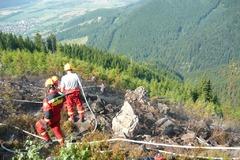 Nad Krasňanmi horel les, zasahoval aj vrtuľník