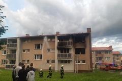 V Krasňanoch horela bytovka, škody sa šplhajú na 200-tisíc eur. Dve osoby boli zranené, FOTO