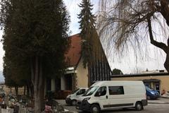 Počas pohrebu mrzli v dome smútku