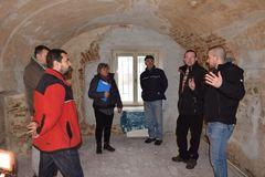 Z historickej mýtnice v Dolnom Hričove plánujú urobiť expozíciu. Dobrovoľníci z hradu Hričov pokračujú v ďalšom veľkom projekte