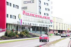 Nad klientskym centrom v budove Europalace visia ďalšie otázniky, zamestnanci hovoria o zdravotných problémoch