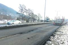 Vytlčená Ľavobrežná: hlboké diery zhoršujú dopravu