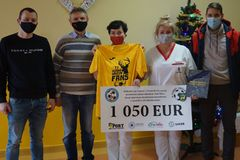 Futbalisti Horného Hričova potešili nemocnicu