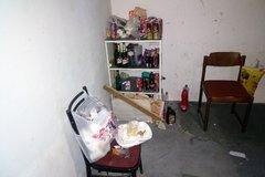 Do bytovky na Hájiku sa nasťahoval ilegálny nájomník, zo spoločných priestorov si urobil ubytovňu, FOTO