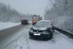 Severné Slovensko zasiahla snehová kalamita. Hasiči bojovali so snehom aj vetrom