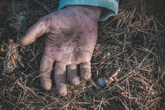 V Trnovom pátrali po 28-ročnom mužovi z Ilavy. Našli ho bez známok života