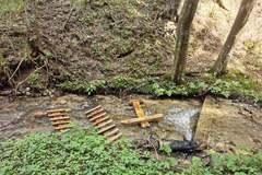 Zničili prechod cez potok vo Višňovom