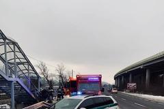 Tragická dopravná nehoda v Strážove: Vodič zrážku neprežil, FOTO