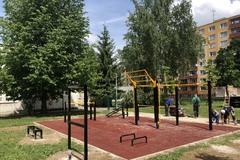 Cvičiť v prírode je dnes trendom, na Vlčincoch vyrástol nový workoutový park