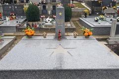 Po pamätníku v Trnovom chcú oživiť aj plastiky Andiky Berákovej