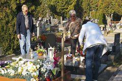 Psychológ radí Žilinčanom: Neúčasťou na cintorínoch sa nič nedeje, neviažme sa na konkrétny deň