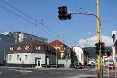 V križovatke ulíc Hálkova - Veľká Okružná dôjde k úprave svetelnej signalizácie
