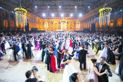 Obdobie plesov sa oficiálne rozbieha, na zábavu pozýva aj Žilina a okolie. Viete, čo na seba?