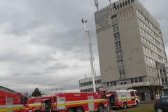 FOTO: Hasiči v Žiline cvičili hasenie a evakuáciu výškovej budovy