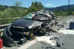 Tragická nehoda pri Kysuckom Lieskovci: Zrazili sa tri autá s kamiónom