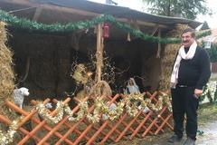 Na ulici postavil betlehem, aby ľuďom spríjemnil Vianoce