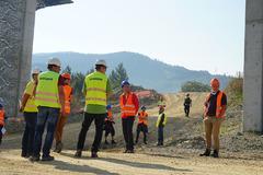 Problematickú diaľnicu si prišli pozrieť stavebné spoločnosti
