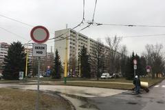 Nové dopravné značky rozdelili sídlisko na dva tábory